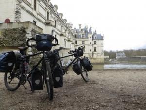 Nos montures près du château de Chenonceaux