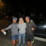 Emma nous aide a trouver un camping la premiere nuit en Nouvelle Zelande alors que le velo de Coco est en miette