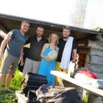 Du bois, des cacahuètes et une bouteille de pif, merci à Petra et Robin pour cette soirée autour du feu
