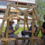 2 mamies à Ylivieska, Finlande, nous offrent le café et des gauffres aux sucres tout en discutant de notre voyage :)