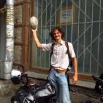Nikita nous heberge à St Petersbourg, nous fait visiter la ville et nous emmène dans sa Datcha. Merci Niki !!