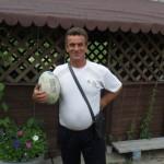 Igor, russe optimiste et totalement génialissime, nous accueille une journée dans sa Datcha, au milieu des forêts russes. Nous passons un excellent moment avec lui et sa famille.