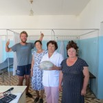 3 infirmières nous invitent à prendre le thé au milieu du Kazakhstan!!