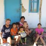 Bardan et ses enfants nous accueillent à bras ouverts dans le désert Kazakh