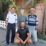 Papy Kyrgyz nous reveille a 7h du mat' pour nous proposer le petit dej! Bien sur qu'on se leve !!