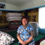 Merci Bartogul, tu nous sauves en nous accueillant dans ta roulotte a la frontiere Kyrgyzstan-Chine