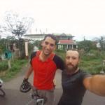 Josh roule deux jours avec nous au Vietnam. Nice!