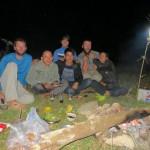 Soir du réveillon avec les jeunes habitant autour du lac où nous avons poser la tente.